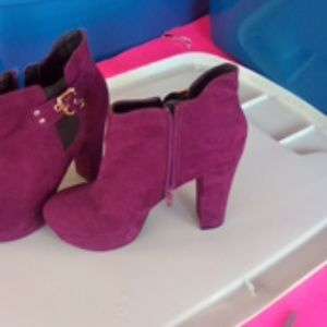 Guess Purple Suede Boots Sz 7 Med